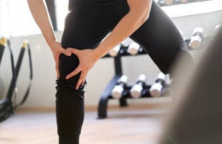 4738423 s 1 456x296 - スクワットで膝が痛くなった理由とその改善方法